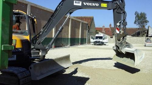 Entreprise travaux publics terrassement 28 pelleteuse