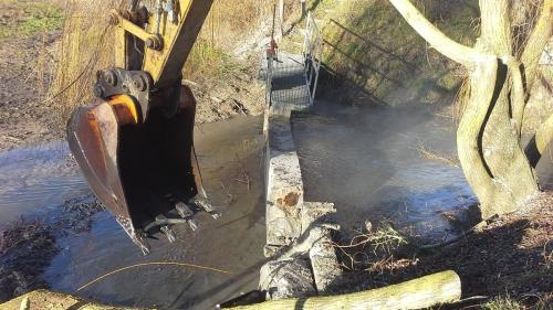 chantier rivière pelleteuse blot aménagement blot