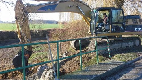 chantier rivière pelleteuse blot aménagement